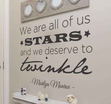 Tekststicker met een quote van Marilyn Monroe; We are all of us starts and we deserve to twinkle! Een geweldige tekst die iedereen aan zal spreken.