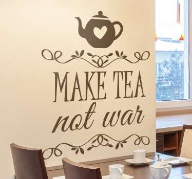 "Adesivo decorativo che raffigura una teiera e la frase in inglese ""make tea not war""."
