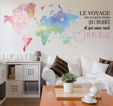 """Sticker """"Le voyage est la seule chose que l'on achète et qui nous rend plus riche"""" pour maison accompagné d'une mappemonde colorée."""