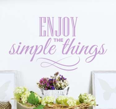 "Adesivo decorativo che raffigura la scritta molto elegante  e semplice ""Enjoy the simple things""."