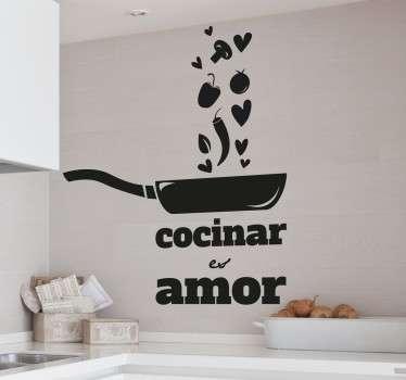 Autocolante decorativo com texto e desenho de uma frigideira feito a pensar em quem é apaixonado pelo mundo da cozinha. 50 cores diferentes.