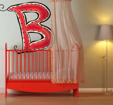 Okrasna nalepka črke b. Se ime vašega otroka začne z b? Sijajna nalepka za okrasitev otrokove sobe.