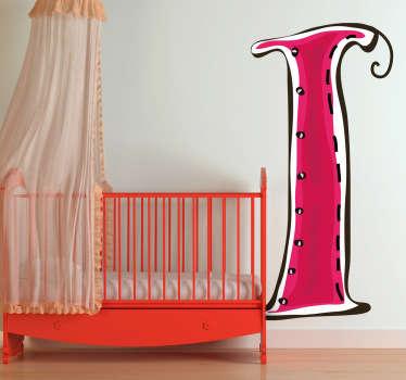 Een leuke muursticker van de hoofdletter I in een roze kleur. Een leuke wandsticker voor het decoreren van slaapkamer of speelhoek.