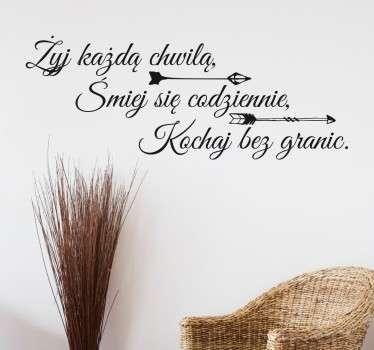 Naklejka na ścianę z napisem motywacyjnym, który każdego dnia przypomni Ci, co jest najważniejsze w życiu.