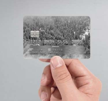 Carta di credito sticker con stupendo paesaggio di una foresta innevata. Ideale per tutte le carte di credito. Adesivo bancomat di facile applicazione.