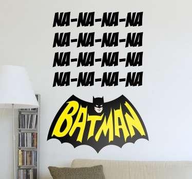 """Un sticker Batman amusant sur lequel les lettres """"NA"""" apparaissent plusieurs fois, faisant référence au générique de la série des année 60."""