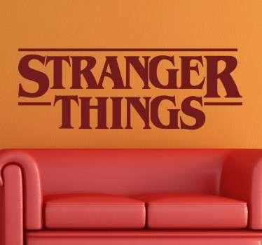 Murales y vinilos con el logotipo de la exitosa serie de fenómenos paranormales de Netflix.