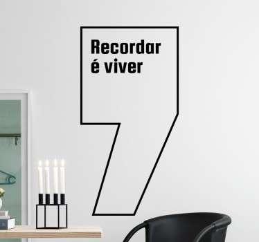 "Vinil decorativo da famosa frase ""recordar é viver"". Adesivo de parede para que nunca se esqueça de parar para pensar nos seus feitos e objetivos."