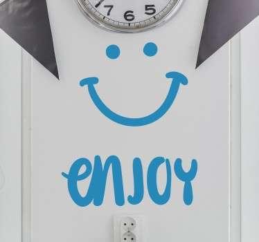 미소 벽 스티커를 즐기다.