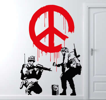 Skapt av banksy, klistremerket viser to soldater, den ene maler et fredsskilt på veggen, mens den andre holder et blikk.