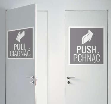 Naklejka na drzwi przedstawiająca napisy w języku angielskim i polskim 'PULL CIĄGNĄĆ' i 'PUSH PCHNĄĆ'.