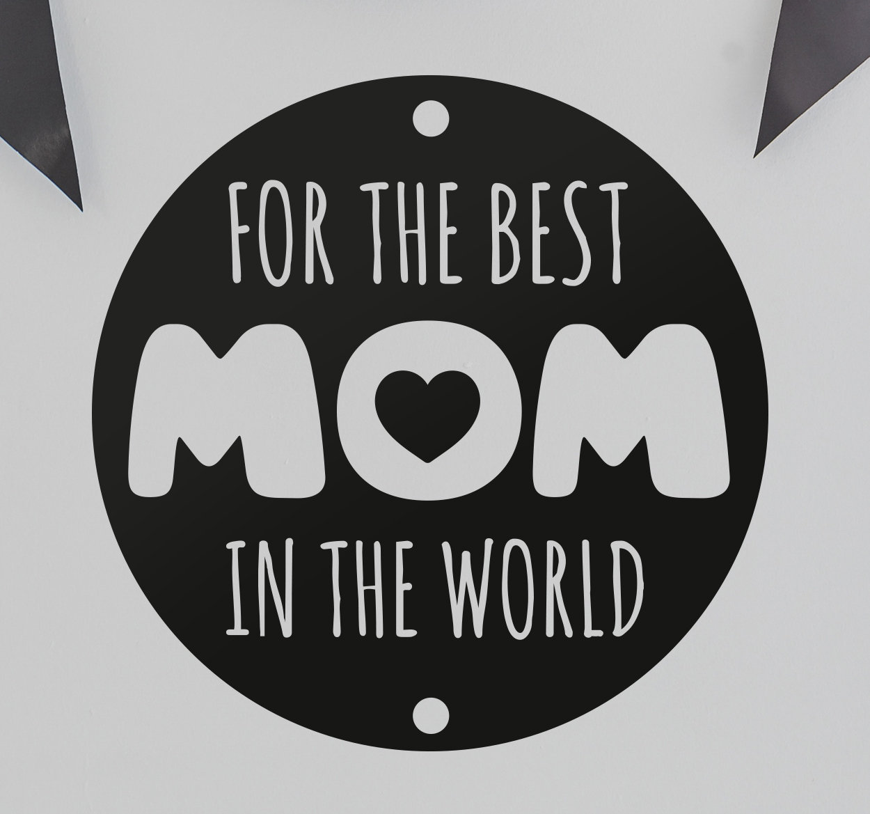 TenStickers. Sticker for the best mom in the world. Sticker met de tekst for the best mom in the world, met in de O een hartje, een mooie wanddecoratie voor Moederdag.
