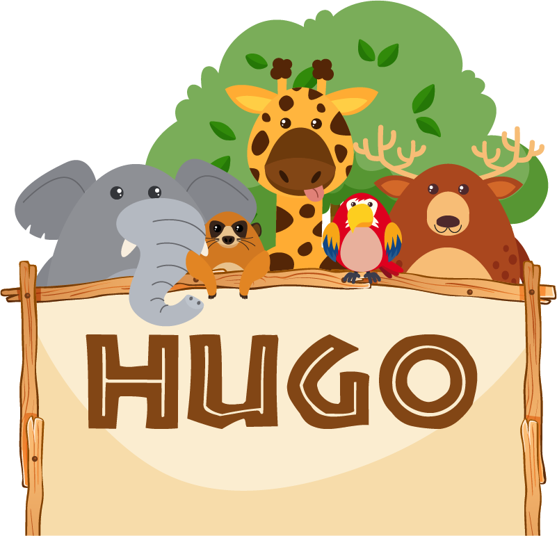 TenStickers. 맞춤형 정글 머리판 야생 동물 스티커. 정글 동물들과 함께이 헤드 보드 벽 스티커를 완성하기를 원하는 이름을 입력하십시오. 정글에서 친구가 당신의 아이들을 행복하게 만들 것입니다.