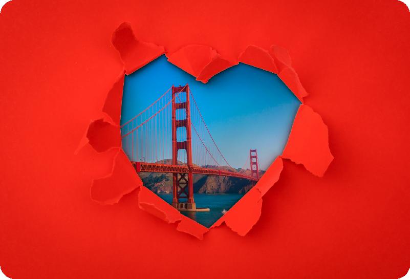 TenVinilo. Vinilo para portátiles Golden Gate Trampantojo. Pegatina adhesiva para portátil formada por un trampantojo del puente Golden Gate sobre un fondo de color rojo. Atención al Cliente Personalizada.