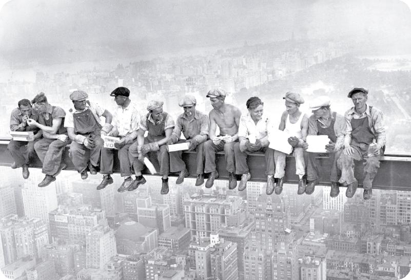 TenVinilo. Vinilo para portátiles trabajadores rockefeller center. Pegatina para portátil o tablet con la mítica imagen de los 11 obreros almorzando en el Rockefeller Center. Compra Online Segura y Garantizada.