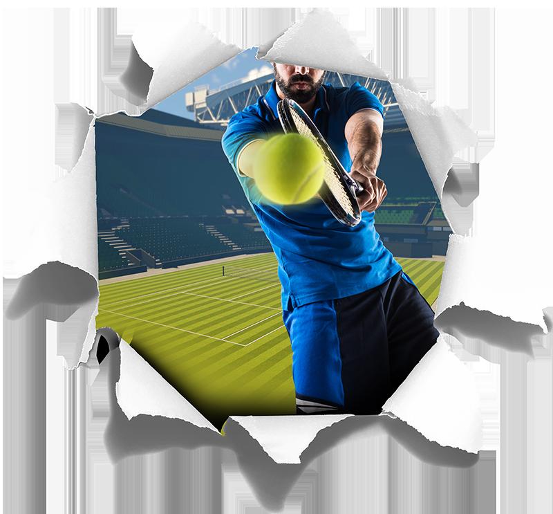 TenStickers. стикер стены визуальных эффектов центрального суда. Если вы любите теннис, то эта наклейка с визуальными эффектами, изображающая Уимблдона и человека, играющего в теннис, идеально подойдет вам! легко наносится.