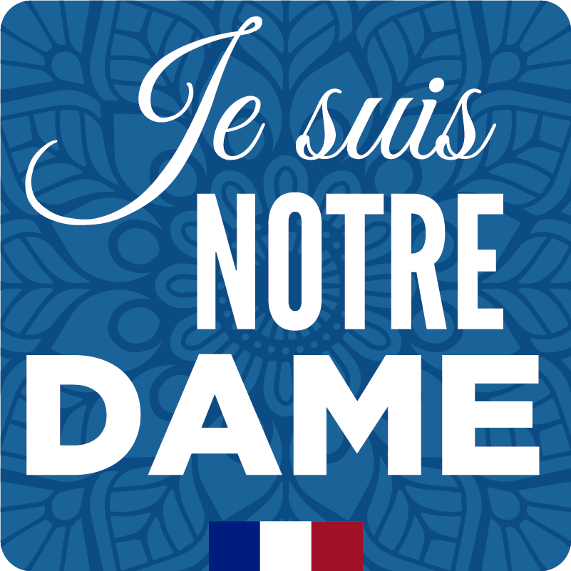 """TenStickers. Aufkleber Fahrzeug Je suis Notre Dame. Wenn Sie schonmal in Paris waren, dann ist Ihnen die Kathedrale """"Notre Dame"""" nicht fremd. Bei uns können Sie Ihren passenden Autoaufkleber bestellen."""