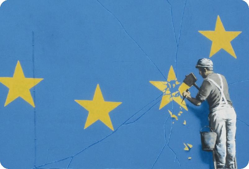 TenStickers. Art Stickers Deco Banksy brexit. Décorez votre ordinateur avec une des oeuvres de Banksy représentant un homme cassant l'une des étoiles du drapeau de l'Union Européenne.
