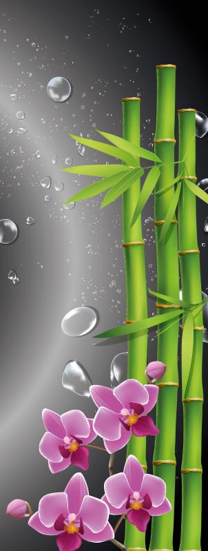 TenStickers. Duschkabinen Folie Bambus und Blumen. Duschwand Aufkleber mit den Drucken einer Bambuspflanze und Blumen gestaltet. Dekorieren Sie Ihr Badezimmer mit einem Hauch von Klasse und Einzigartigkeit.