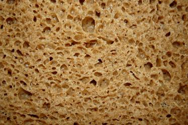 TenStickers. 面包质地的笔记本电脑贴纸. 一个不寻常且古怪的笔记本贴花,上面贴着一些面包的照片。