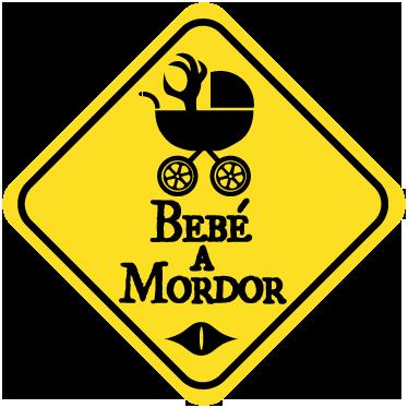 """TenVinilo. Adhesivo bebé a Mordor. Divertido vinilo decorativo con un juego de palabras que nos remite al Señor de los Anillos. """"Bebé a Mordor"""". Si te gusta ser cómico o simplemente eres un entusiasta de esta saga de tres películas, este es el adhesivo para mostrar que llevas tu bebé a bordo."""