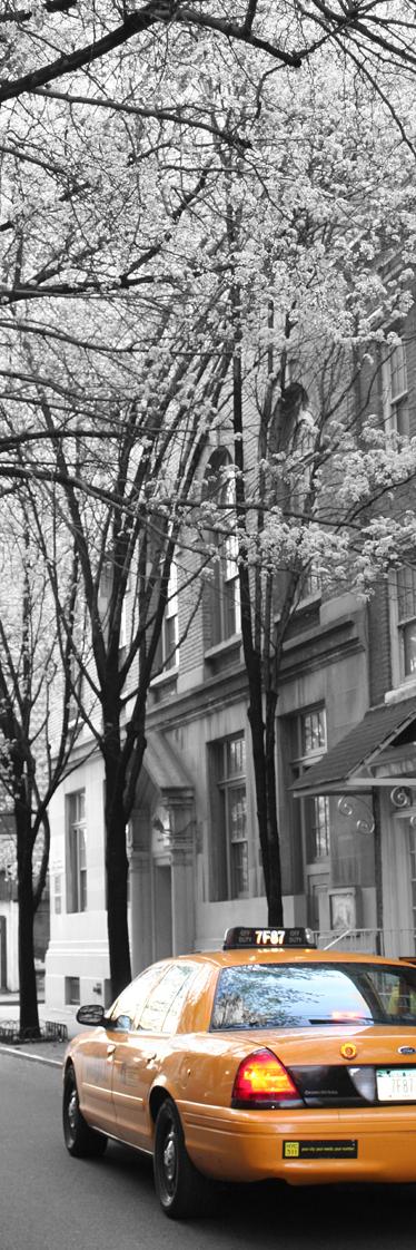 TenStickers. Sticker decorativo frigo taxi New York. Una porta su Manhattan direttamente in cucina. Personalizza il tuo frigorifero con questa spettacolare fotografia adesiva.