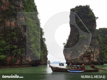 TenStickers. Sticker decorativo paesaggio Thailandia. Fotomurale d'autore che ritrae uno spettacolare scorcio di natura thailandese. Una decorazione ideale per decorare il soggiorno o la camera da letto.
