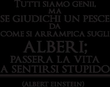 """TenStickers. Sticker decorativo frase Albert Einstein. Adesivo che recita """"Tutti siamo genii. Ma se giudichi un pesce da come si arrampica sugli alberi, passerà la vita a sentirsi stupido."""""""