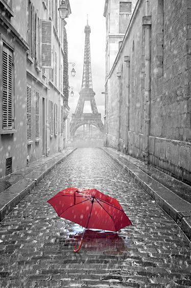 TenStickers. Fototapete Paris. Wandtattoo von einem roten Regenschirm mit dem Eifelturm im Hintergrund. Besonders interessant für alle die sich in Paris verliebt haben.