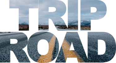 """TenStickers. Adesivo decorativo trip road. Adesivo murale decorativo con il testo in inglese """"Trip Road"""", illustrato con una fotografia di una strada."""