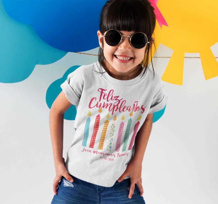 TenVinilo. Camiseta Feliz Cumpleaños con Nombre Infantil. Camiseta de cumpleaños para que los niños y niñas puedan disfrutar de su día especial de un modo original, divertido y diferente.