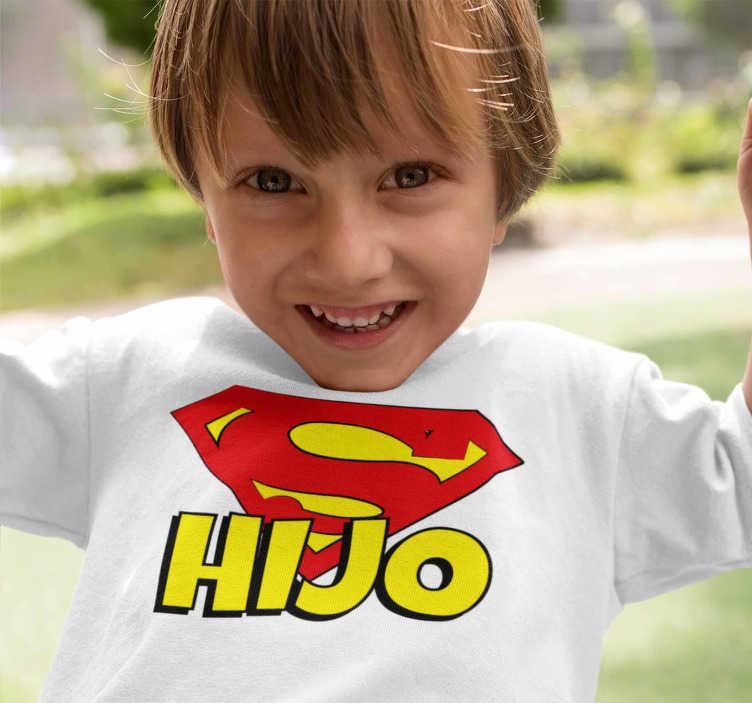 TenVinilo. Camiseta infantil super hijo. Camiseta para niños y niñas de super héroes. Ahora tu hijo será un superhijo, un diseño con el escudo de superman,  colores vivos y bonitos.