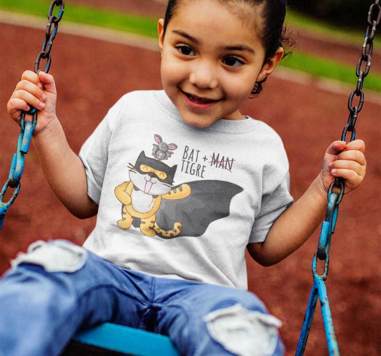 TenVinilo. Camiseta Infantil Bat-Tigre. Divertida camiseta de super héroes simulando batman con un tigre, un diseño ideal para niños y niñas, con una ilustración divertida, bonita y original
