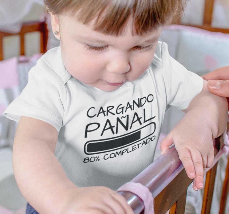 """TenVinilo. Body bebé cargando pañal. Body para bebé, un diseño magnífico con el texto """"cargando pañal"""" y una barra de carga, un toque divertido y con humor ideal para los peques."""