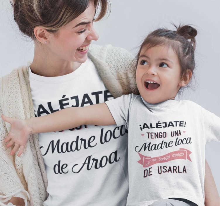 """TenVinilo. Camiseta mama e hijos tengo una madre loca. Camisetas iguales para madres e hijas o hijos con el texto """"Alejate, yo soy la madre loca de…"""". Exclusivo diseño que dejara a todos asombrados."""