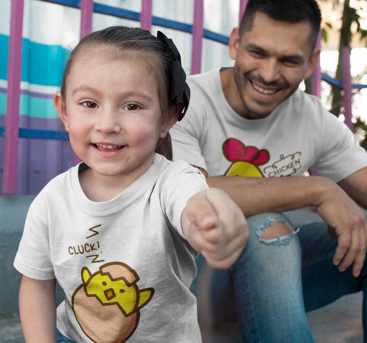 TenVinilo. Camisetas para padres e hijas gallina y polluelo. Camiseta gallina y polluelo, una combinación estupenda para vestir padres o madres a juego con los niños. Hazte con la tuya y renueva tu outfit.