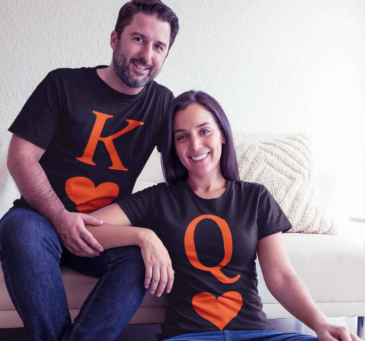 TenStickers. Queen and King poker version Couple t shirt. King and Queen T-shirt in pure poker style to dress up you and your partner, showing everyone how much you love each other.