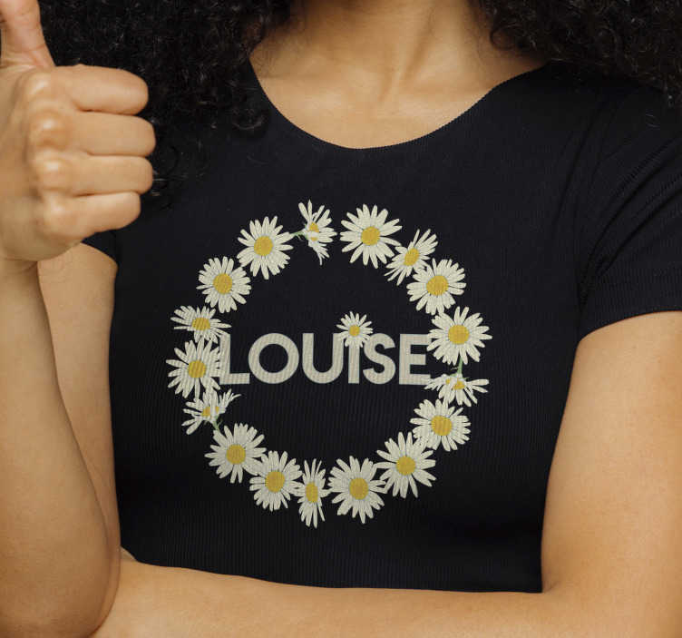 TenStickers. Daisy Crown with name personalized t-shirt. Show your love for flowers with this daisy crown with name t-shirt, that gives you the opportunity to enter your name in the middle.