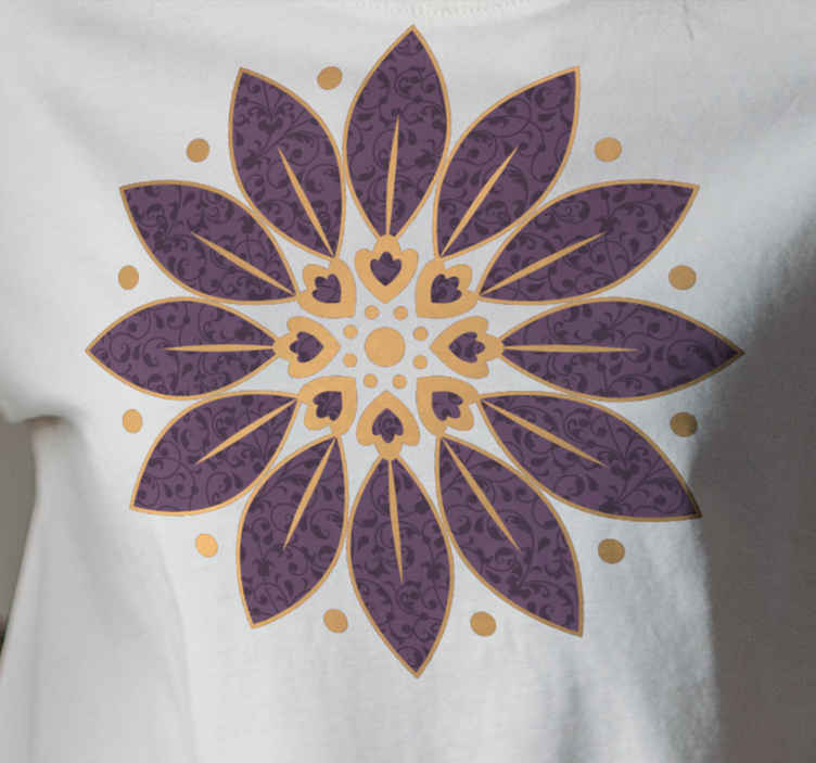 TenStickers. Ornamental leaf paisley t-shirt. An idealtrendy t-shirt with ornamental paisley design in special pattern. The shirt is of good quality and available in different sizes.