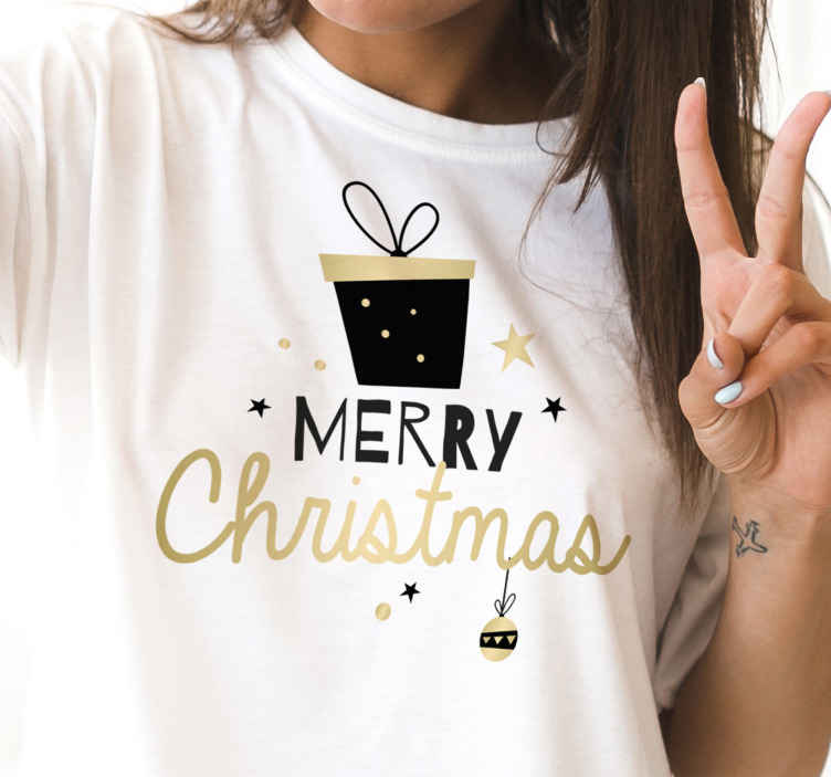 TenStickers. 精美礼品盒图案文字圣诞节t恤. 典雅的礼物盒样式圣诞节衬衣设计。在衬衫上,您可以看到圣诞节礼品盒的设计以及一些装饰元素。