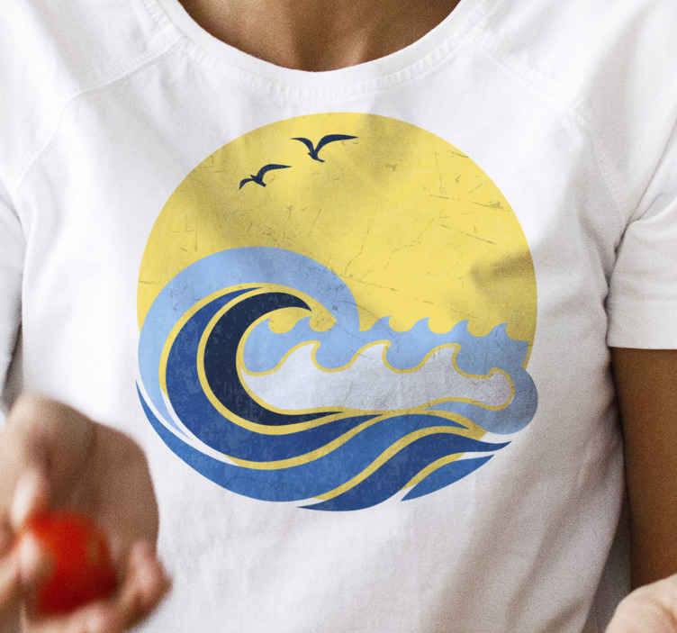 TenStickers. T-shirt sun and beach wave. Do not miss the chance to wear the most awesome outfit during summer and get your beach wave and birds on the sun t-shirt.
