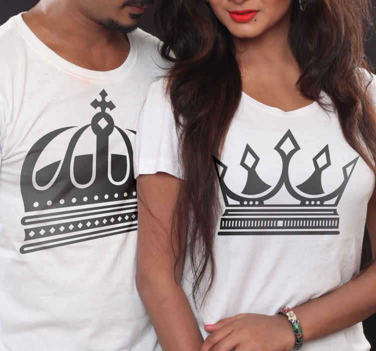 TenStickers. T-shirt fidanzati Re e regina corona. Aggiungi questa maglietta coordinata per coppia al tuo carrello per acquistarla online e riceverla in pochi giorni! Consegna a domicilio!