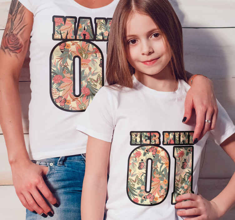 TenStickers. Mama and her mini Mother and daughter shirt. Your little girl deserves the best, give her as a souvenir a token of your affection with one of our matching mom and daughter t-shirts.