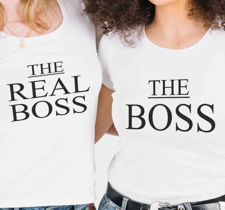 """TenVinilo. Camiseta madre e hija the real boss y the boss. Échale un vistazo a estas camisetas de madre e hija con frase """"the real boss"""" y """"the boss"""" para ir emparejadas. Producto resistente ¡Envío exprés!"""