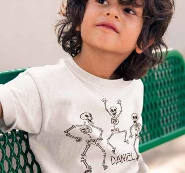 Camiseta de esqueletos saltarines y bailadores que podrás personalizar con el nombre de tus hijos de un modo original y divertido