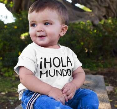 """Un diseño y bonito body para bebé con el mensaje """"Hola Mundo"""" y una cara sonriente en el interior de la O. Una frase de la creación de un espacio"""