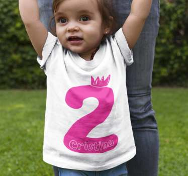 Vakker bursdagst-skjorte for gutt eller jente med antallet du ønsker i rosa. Et ideelt plagg for å kle de små på bursdagen.