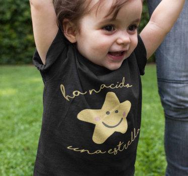 """Una camiseta o body para bebé precioso y original con el texto """"A nacido una estrella"""" y la ilustración de una estrella infantil con ojos y sonrientes"""