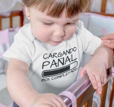 """Body para bebé, un diseño magnífico con el texto """"cargando pañal"""" y una barra de carga, un toque divertido y con humor ideal para los peques."""