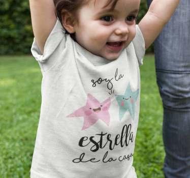 Body para bebé soy la estrella de la casa, un diseño que define exactamente quién lo lleva, el niño o niña que tiene la atención de todos